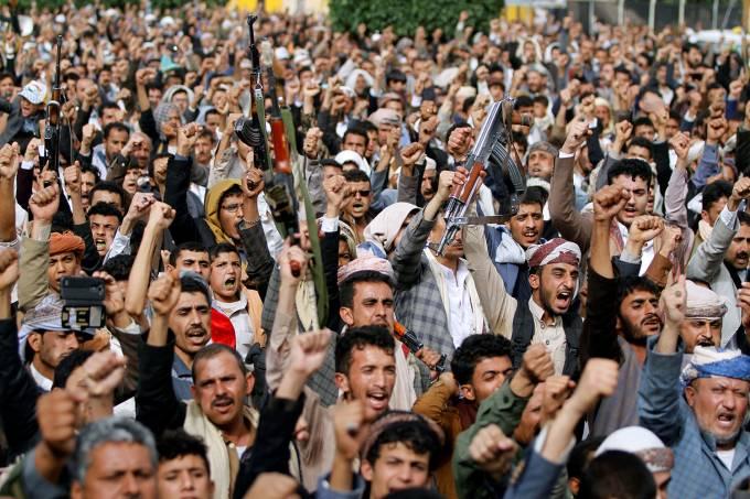 Manifestante Houthi marcham em protesto a coligação ofensiva no Mar Vermelho em Sanaa, Iêmen – 29/06/2018