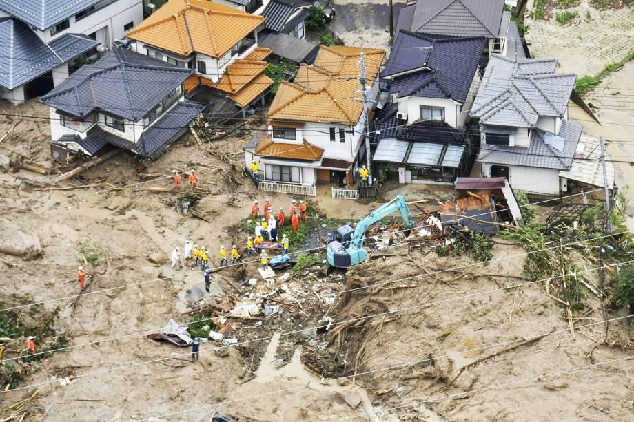 Equipes de resgate recolhem escombros após fortes chuvas atingirem Hiroshima, oeste do Japão - 07/07/2018