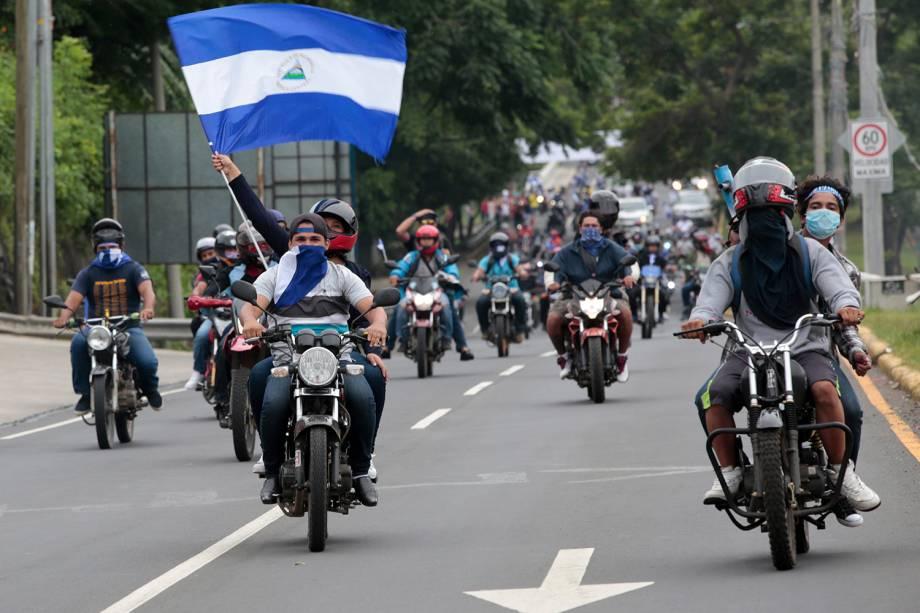Manifestantes contrários ao governo sandinista do presidente Daniel Ortega fazem uma caravana pedindo o fim da violência na Nicarágua - 15/07/2018