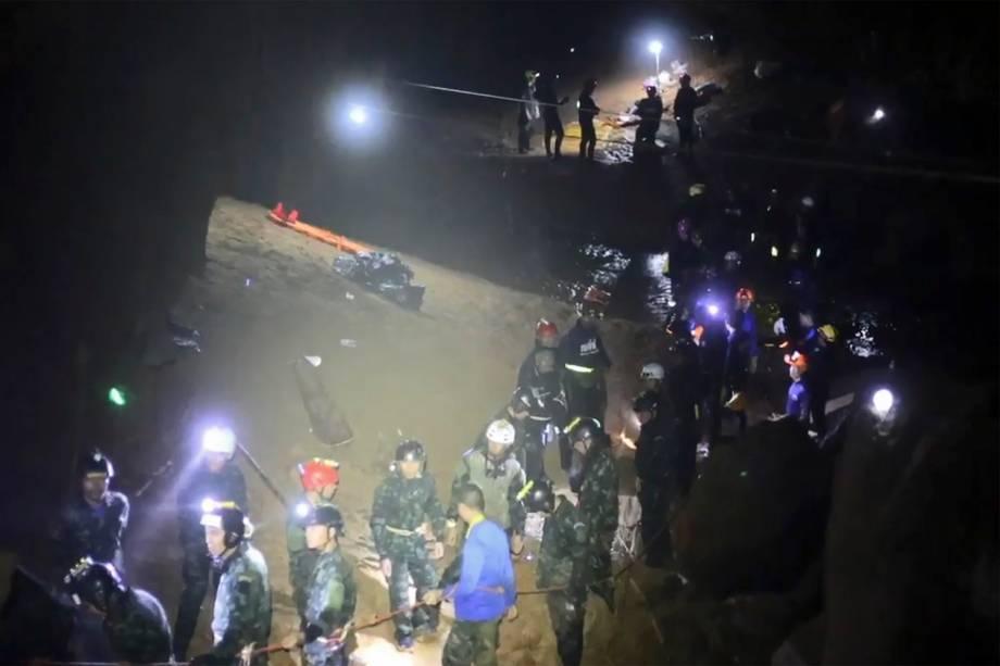 """Uma visão geral do interior da caverna de Tham Luang, na Tailândia mostra o caminho a ser percorrido pelos meninos do time de futebol """"Javalis Selvagens"""" para chegar ao lado de fora - 11/07/2018"""