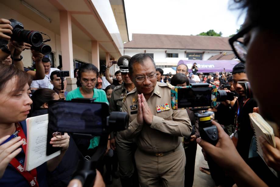 Narongsak Osottanakorn, ex-governador da província de Chiang Rai e chefe da missão de resgate, concede entrevista coletiva após a retomada da missão de resgate do grupo de meninos e seu treinador de futebol presos em uma caverna inundada na província de Chiang Rai, Tailândia - 09/07/2018