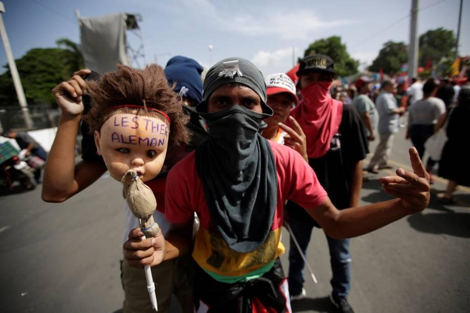 Apoiadores do presidente da Nicarágua, Daniel Ortega, participam de evento que marca o 39º aniversário da vitória sandinista sobre o presidente Somoza em Manágua, na Nicarágua - 19/07/2018