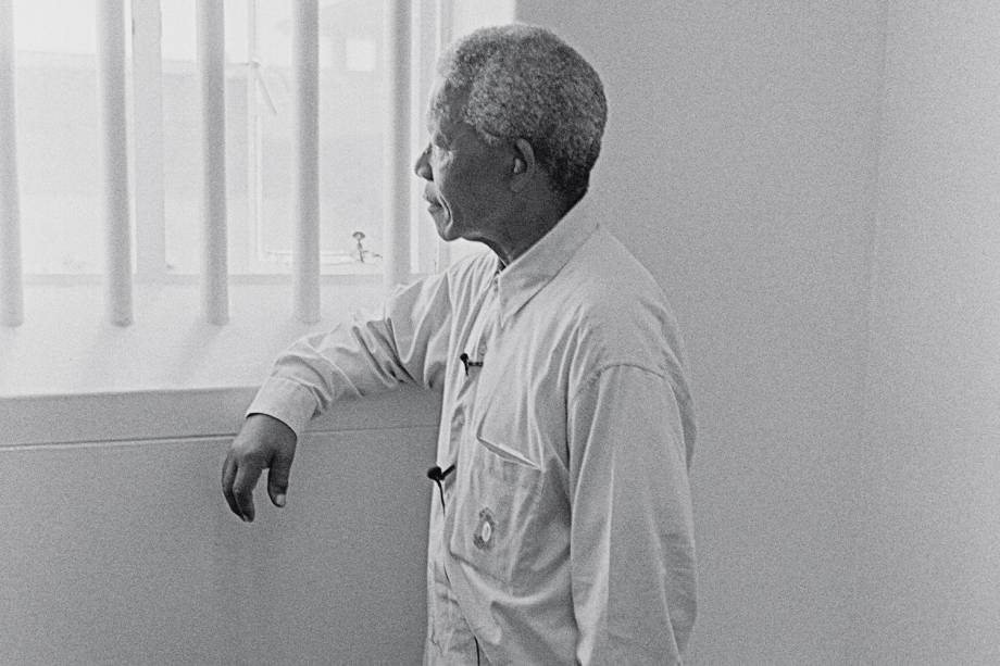 LUCIDEZ E RESISTÊNCIA - Mandela em sua cela: escritos revelam convicções e grandeza moral do líder negro