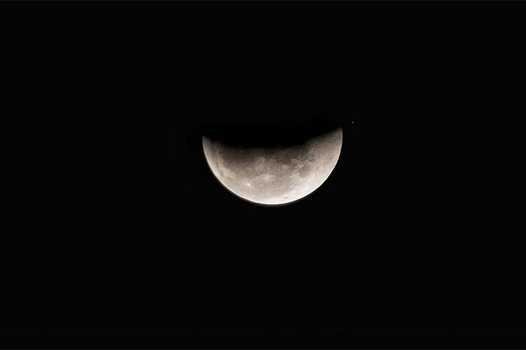 Eclipse lunar é visto no Mirante de Santana, zona norte de São Paulo (SP) - 27/07/2018