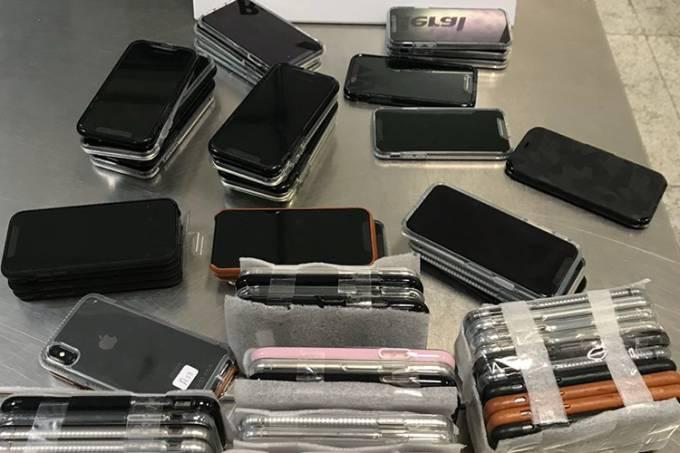 Receita apreende 246 iPhones transportados por passageiro em malas