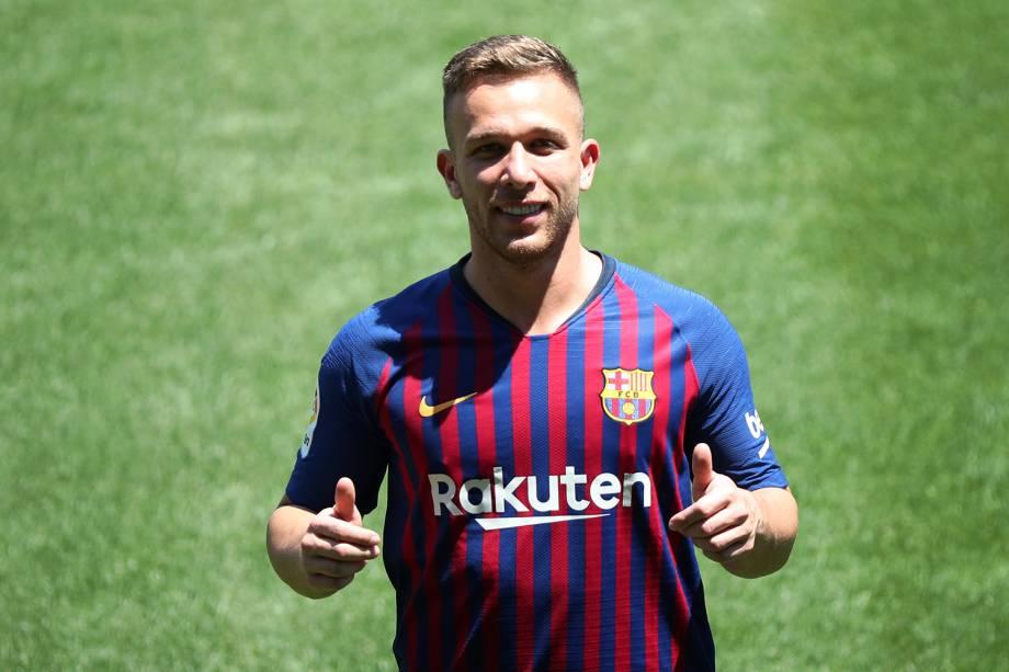 O jogador Arthur é apresentado ao Barcelona, no Camp Nou - 12/07/2018