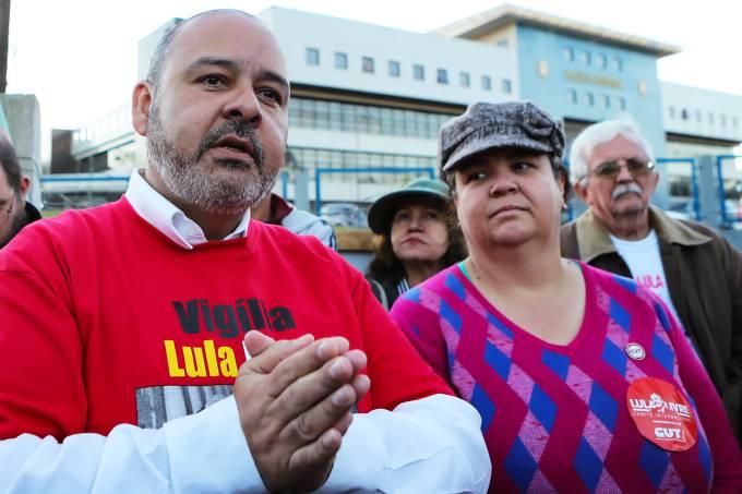 Vagner Freitas, presidente da CUT, visita Lula em Curitiba