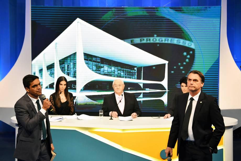 Os candidatos Cabo Daciolo (Podemos) e Jair Bolsonaro (PSL), durante debate presidencial realizado pela RedeTV! - 17/08/2018
