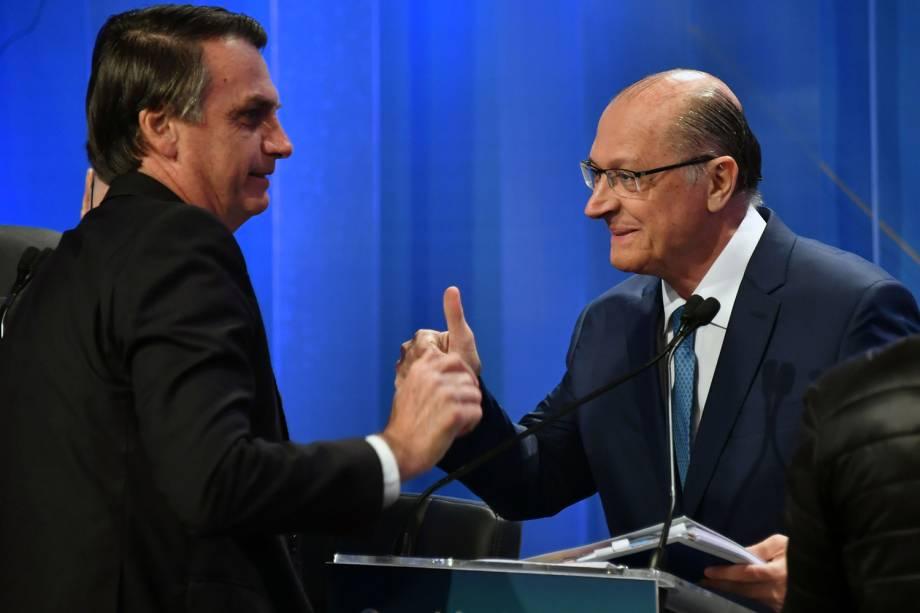 Os candidatos Jair Bolsonaro (PSL) e Geraldo Alckmin (PSDB), se cumprimentam durante debate presidencial realizado na RedeTV! - 17/08/2018