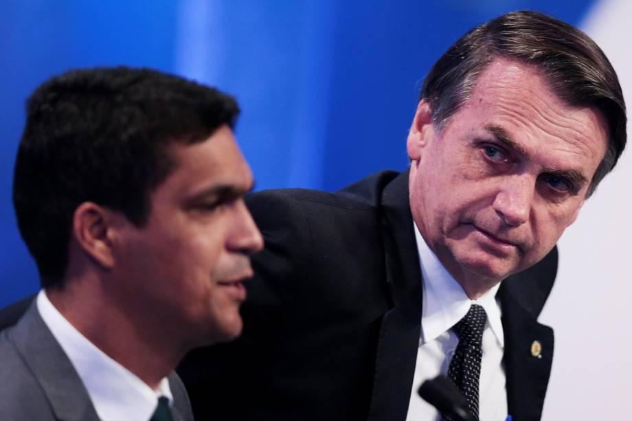 Os candidatos Jair Bolsonaro (PSL) e Cabo Daciolo (Patriota), durante debate presidencial realizado pela RedeTV! - 17/08/2018