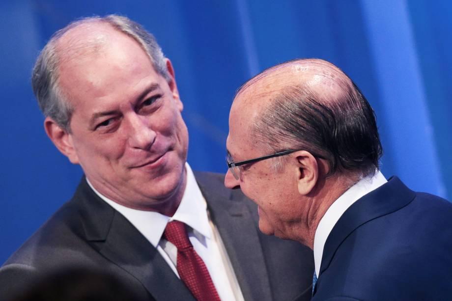 Os candidatos Geraldo Alckmin (PSDB) e Ciro Gomes (PDT), se cumprimentam durante debate presidencial realizado pela RedeTV! - 17/08/2018
