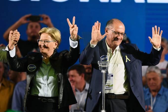 Candidato à Presidência Geraldo Alckmin e sua vice-residente Ana Amélia durante a Convenção do Partido Social Democrata em Brasília