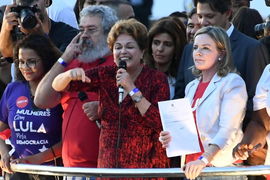 A ex-presidente da República, Dilma Rousseff, discursa após o Partido dos Trabalhadores registrar a candidatura de Lula no TSE - 15/08/2018