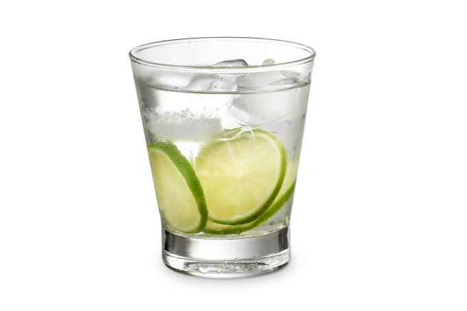 O drinque do Brasil: receita puro-sangue manda usar exclusivamente cachaça, de preferência a branca, limão, açúcar de cana refinado e gelo
