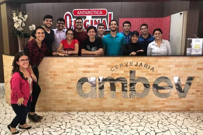 Estagiários da Ambev da unidade de Manaus