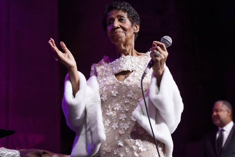 Em uma de suas últimas aparições públicas, Aretha Franklin se apresenta durante 25º aniversário da Elton John AIDS Foundation, em Nova York, 2017