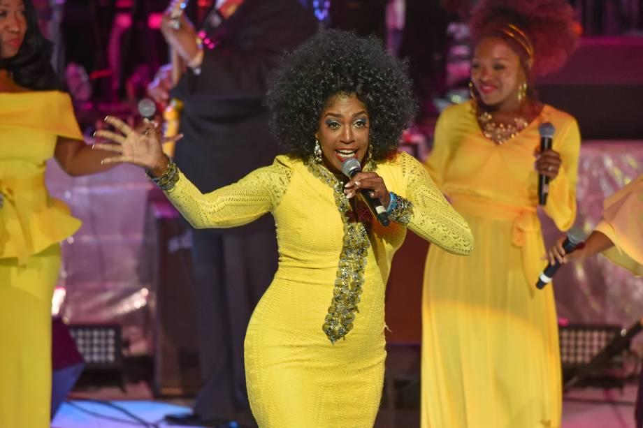 A cantora Kimmie Horne se apresenta durante um concerto em tributo a Aretha Franklin no Chene Park em Detroit, Michigan - 30/08/2018