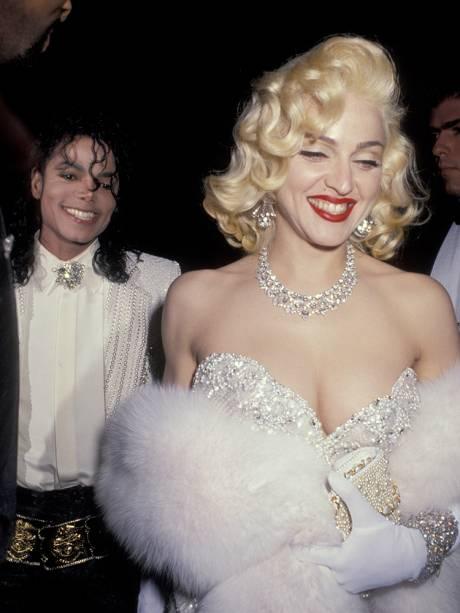 Madonna e Michael Jackson são vistos após cerimônia de premiação do Oscar, no restaurante Spargo's - 25/03/1991