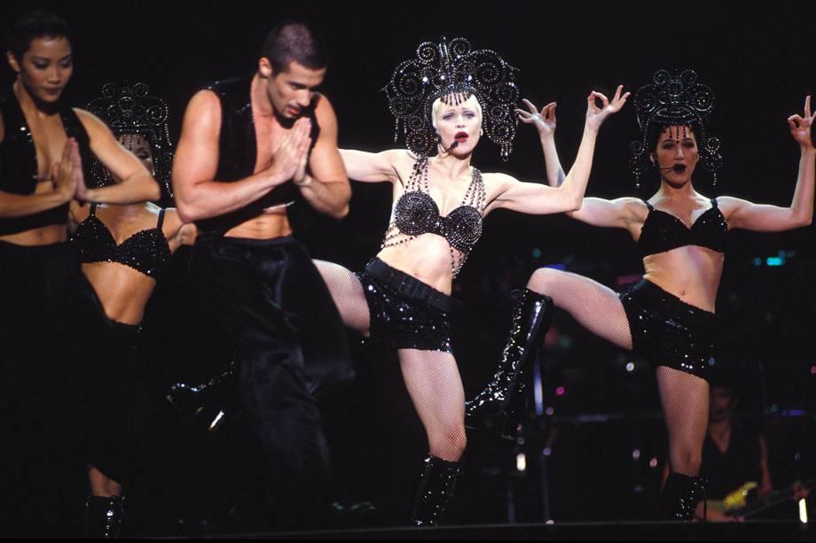 Madonna realiza apresentação no Wembley Stadium, no Reino Unido - 01/08/1993