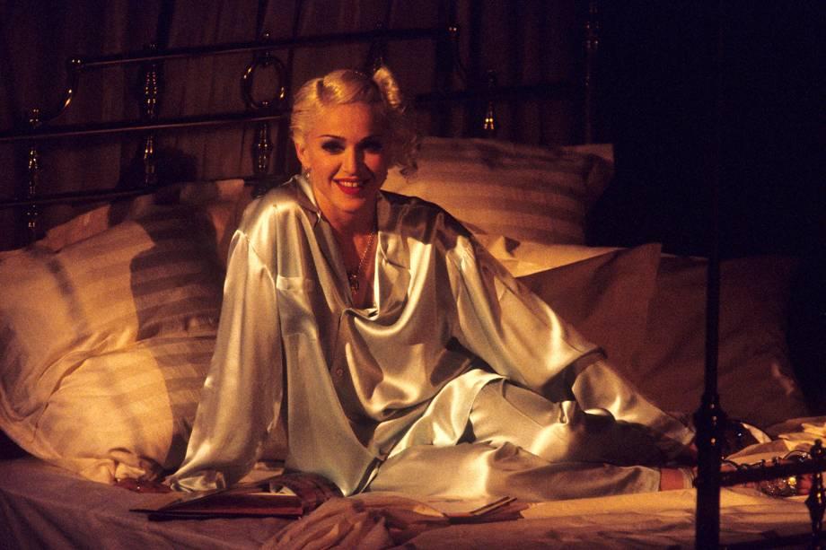 A cantora Madonna durante as filmagens do clipe 'Bedtime Story'- 18/03/1995