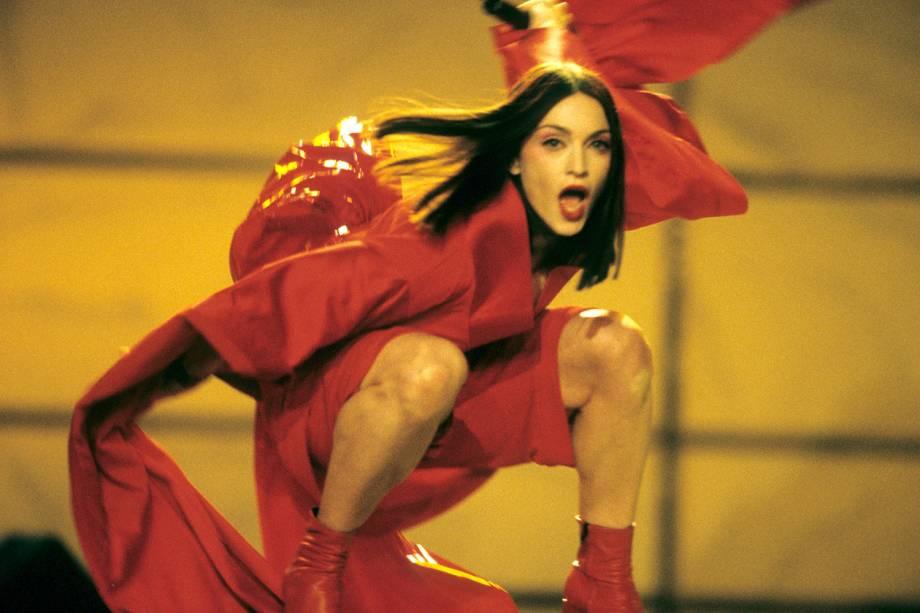 Madonna realiza apresentação durante a cerimônia de premiação do Grammy - 24/02/1999