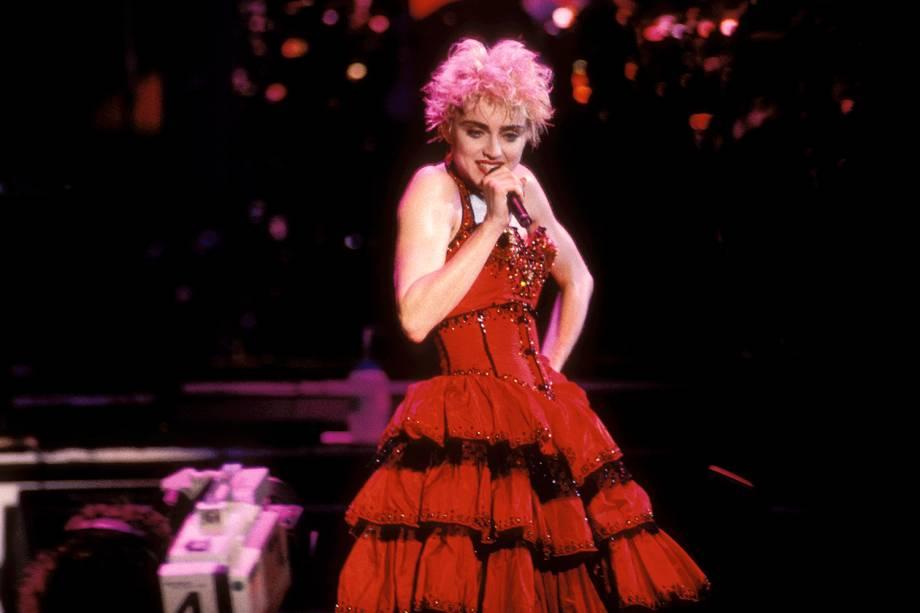 Madonna realiza apresentação no Madison Square Garden, em Nova York - 27/02/2002