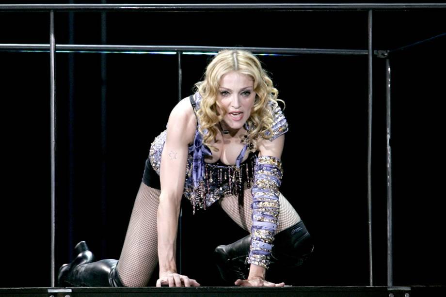 Madonna realiza apresentação em Paris, na França, durante a turnê mundial 'Re-Invention' - 01/09/2004