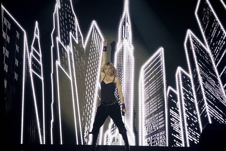 Madonna se apresenta após o lançamento do álbum 'Confessions On A Dancefloor', em Londres - 15/11/2005