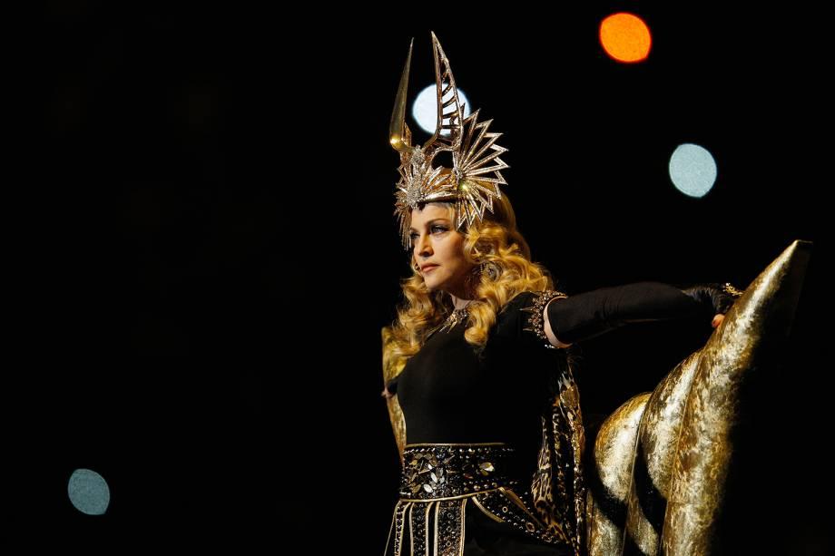 A cantora Madonna realiza apresentação durante o intervalo do Super Bowl, realizado no Lucas Oil Stadium, em Indianapolis - 05/02/2012