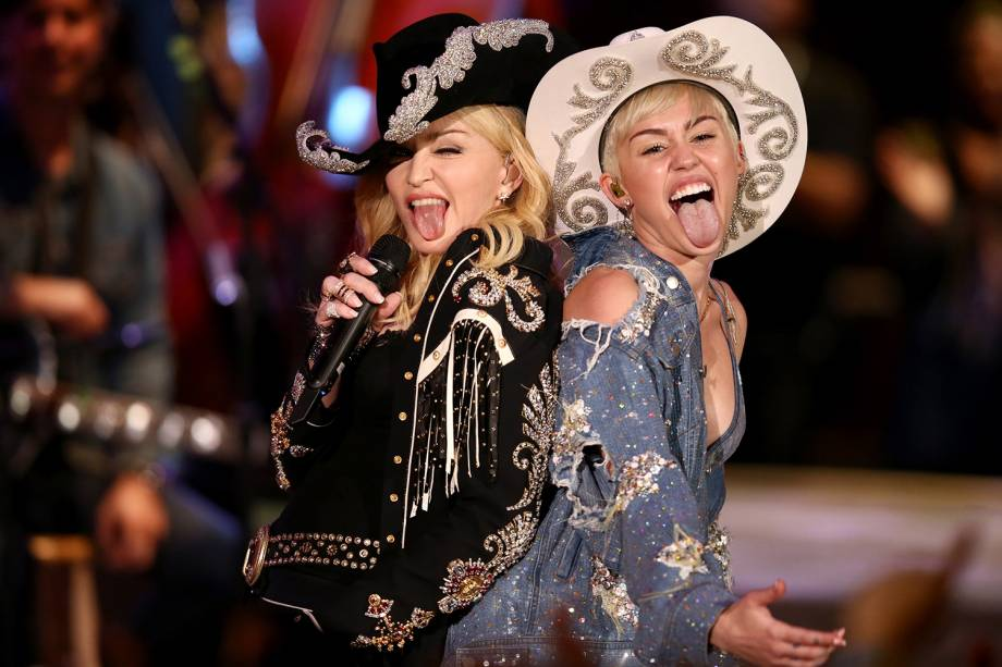 Madonna e Miley Cyrus durante apresentação no programa MTV Unplugged, em Hollywood - 29/01/2014