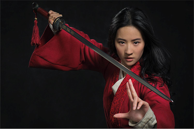 Disney desiste de lançar 'Mulan' nos cinemas e marca estreia no streaming | VEJA