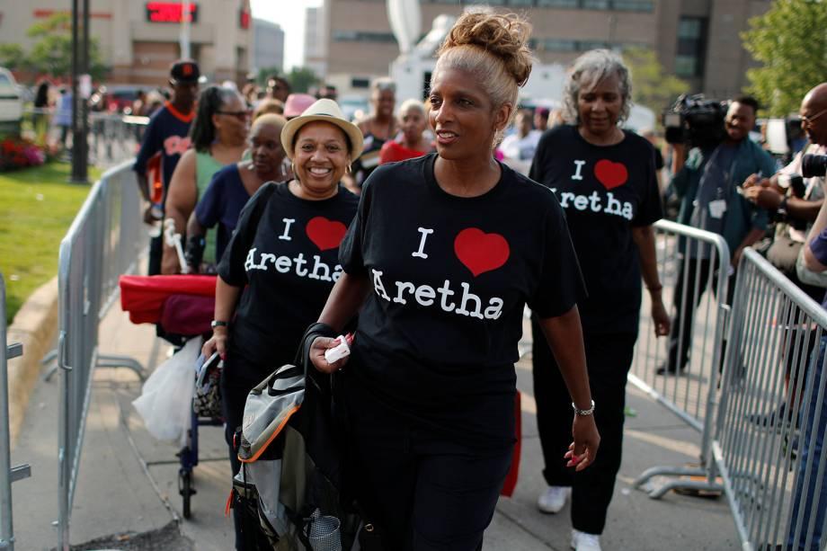 Pessoas chegam no Museu de História Afro-Americana Charles H. Wright, em Detroit, Michigan, onde ocorre o velório da falecida cantora Aretha Franklin - 28/08/2018