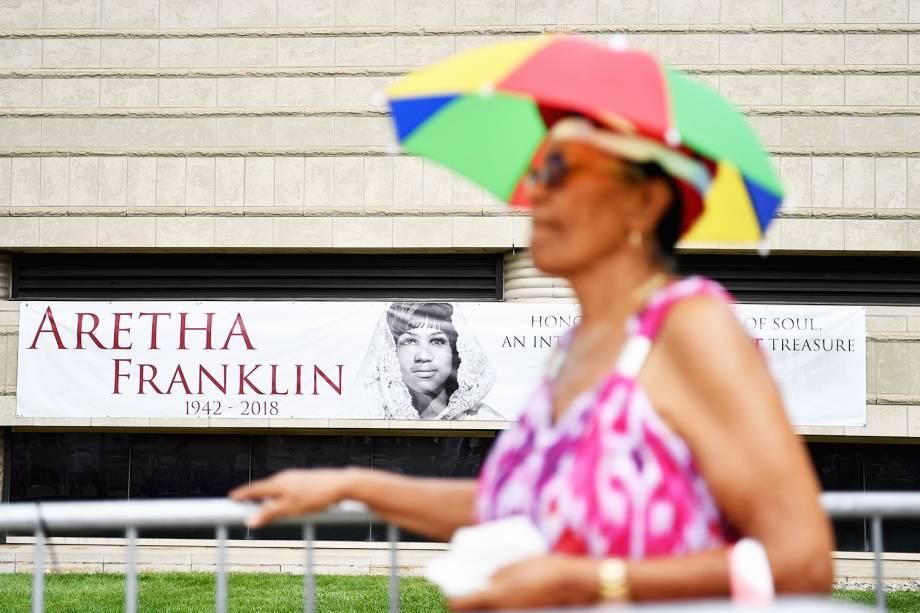 Fãs da cantora Aretha Franklin participam de velório, no Museu Charles H. Wright de História Afro-Americana  em Detroit, Michigan - 29/08/2018
