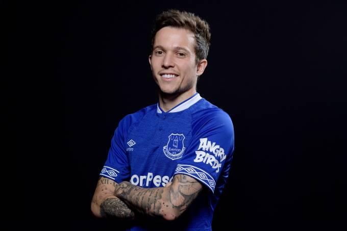 Everton anuncia atacante Bernard