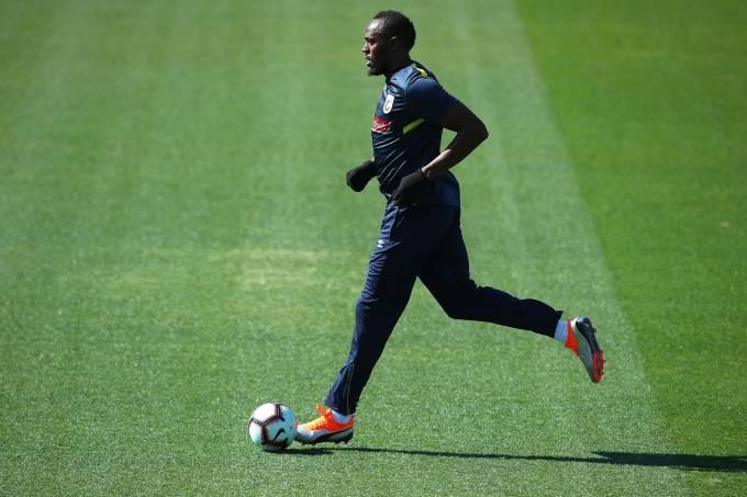 Usain Bolt treina no Central Coast Mariners