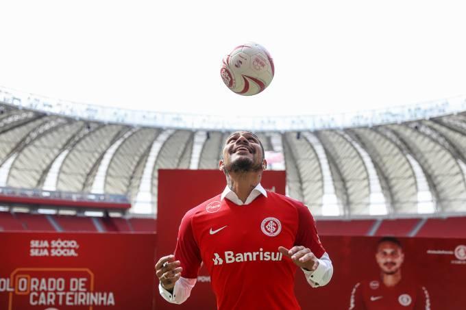 Paolo Guerrero é apresentado no Internacional