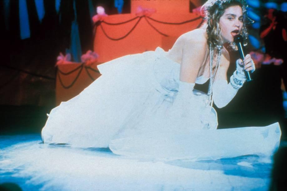 Madonna causa burburinho com apresentação da música 'Like a Virgin', durante o MTV Video Music Awards, em 1984