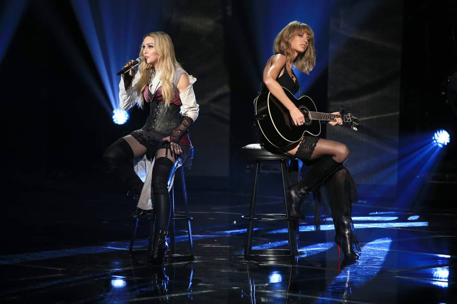Madonna e Taylor Swift realizam apresentação juntas durante o iHeartRadio Music Awards, premiação realizada no Shrine Auditorium, em Los Angeles - 29/03/2015