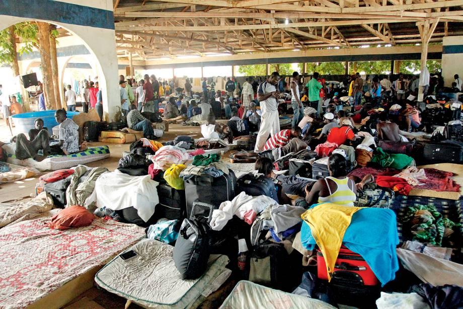 Mais de três mil haitianos ficaram acampados na pequena Brasiléia, município de 22 mil habitantes no sul do Acre - 09/04/2013