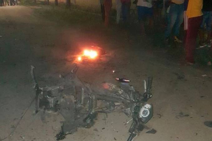 Motocicleta utilizada no ataque explosivo dos dissidentes das Farc em Padilla, Colômbia
