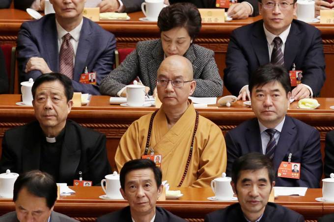 Xuecheng, the delegate of the CPPCC and the abbot of the Longquan Temple, attends the opening session of the CPPCC in Beijing