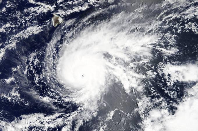 Furacão Lane continua a caminho do Havaí e se fortalece para categoria 5