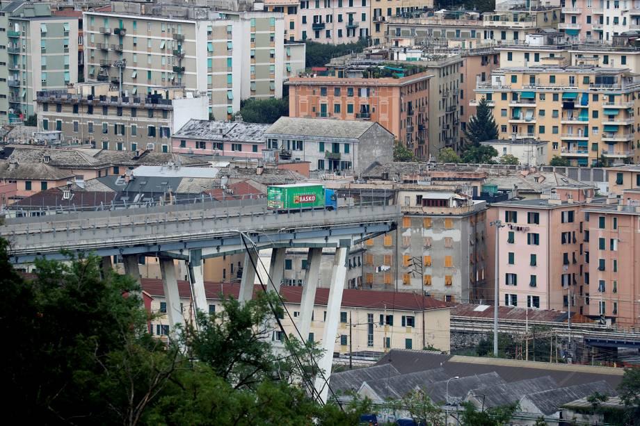 Ponte Morandi após entrar em colapso em Gênova, Itália - 14/08/2018
