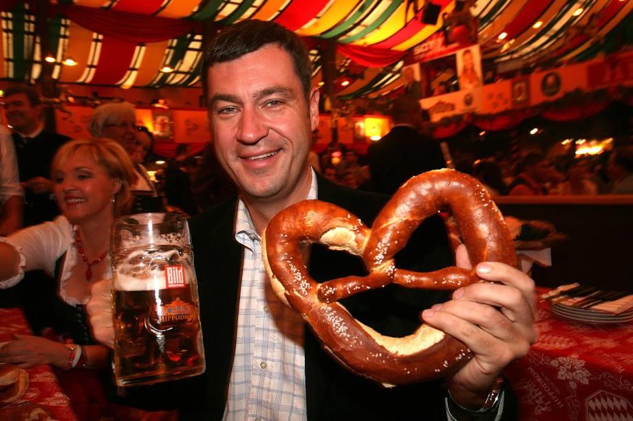 O governador da Baviera, Markus Soeder, membro do partido da União Social Cristã, durante a Oktoberfest realizada em Munique, na Alemanha - 27/09/2007