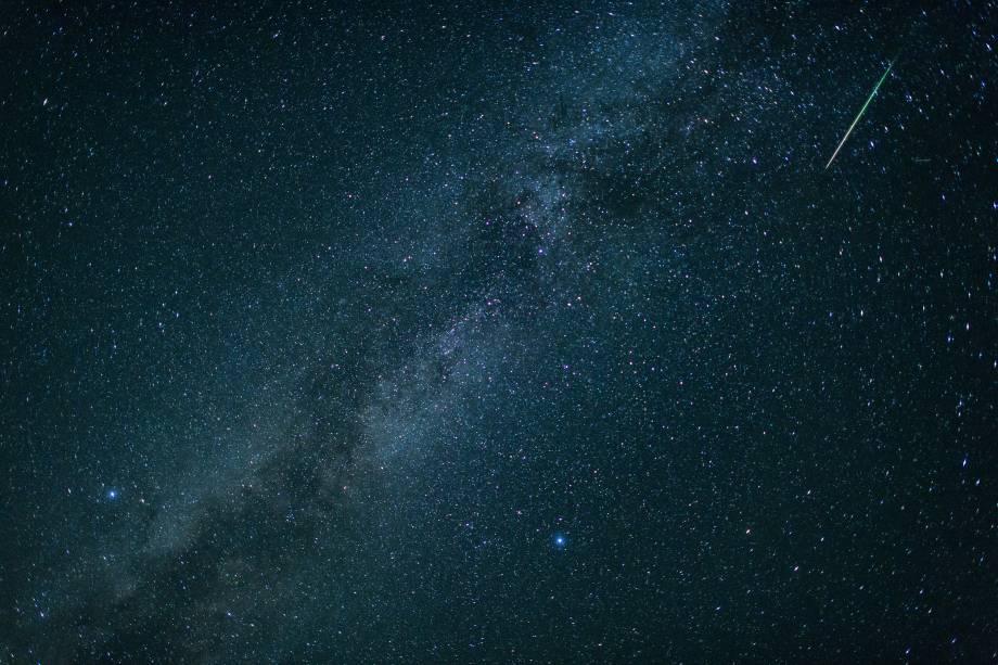 Via Láctea fica visível sobre Einsiedl, no sul da Alemanha, durante a chuva anual de meteoros Perseidas - 12/08/2018