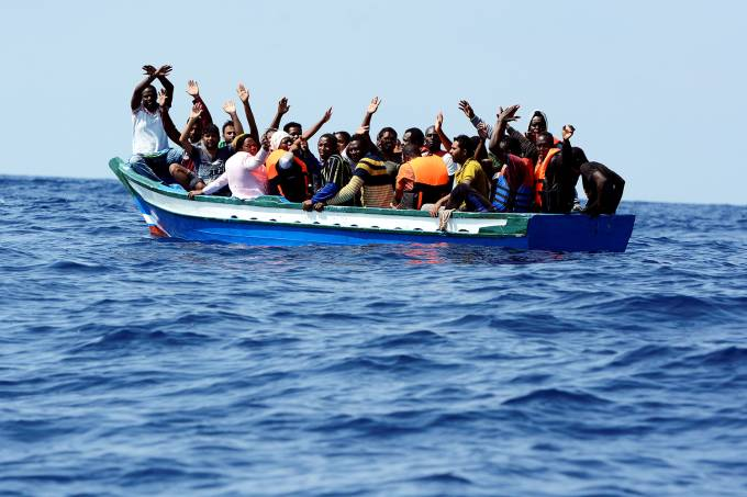 Navio Aquarius resgata migrantes no Mar Mediterrâneo