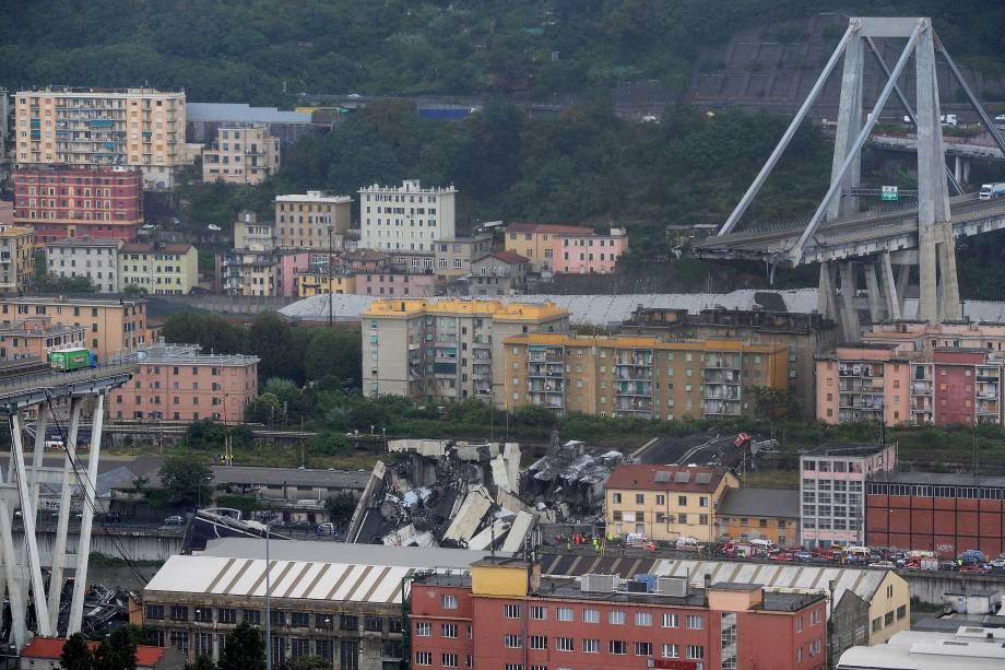 Trecho da ponte Morandi desaba sobre a cidade portuária de Gênova, na Itália - 14/08/2018