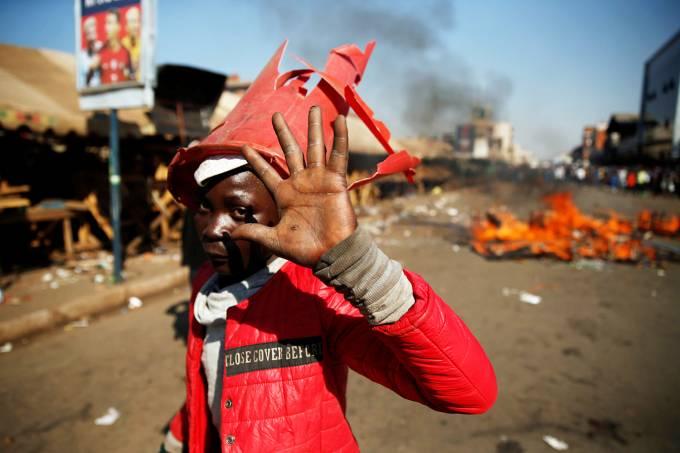Confrontos durante eleições no Zimbábue