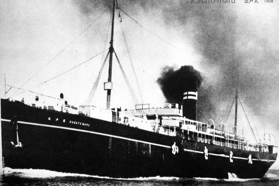 Navio Kasato Maru, que trouxe os primeiros imigrantes japoneses para o Brasil - 1908