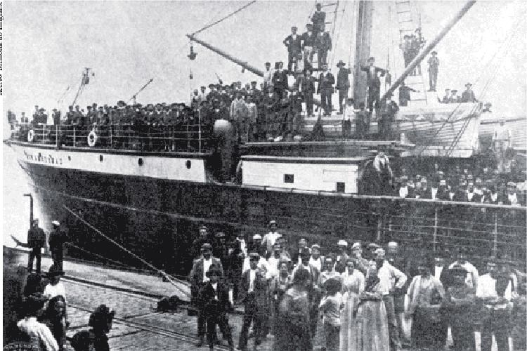 Desembarque de imigrantes italiano no Porto de Santos - 1907